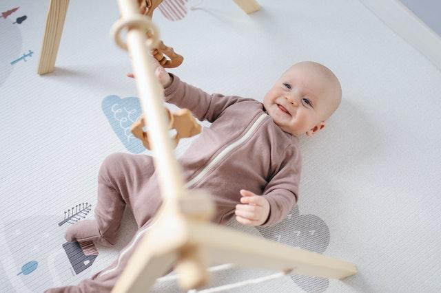 baby playing photoshoot